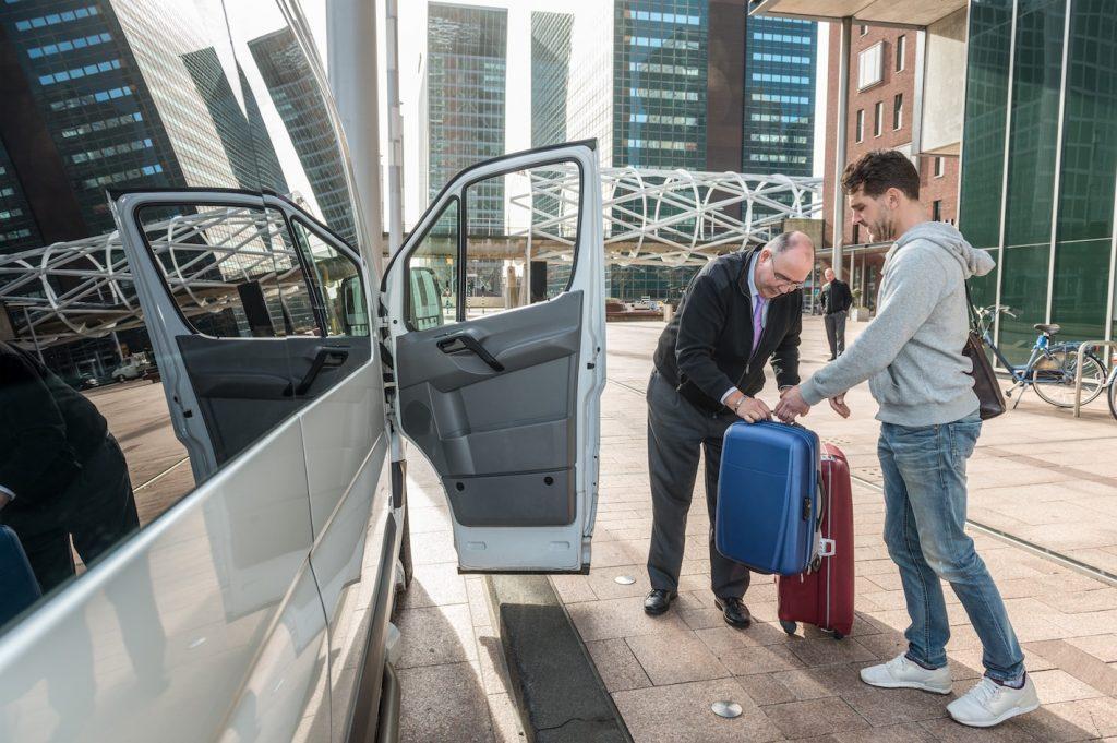 איסוף משדה התעופה בדובאי