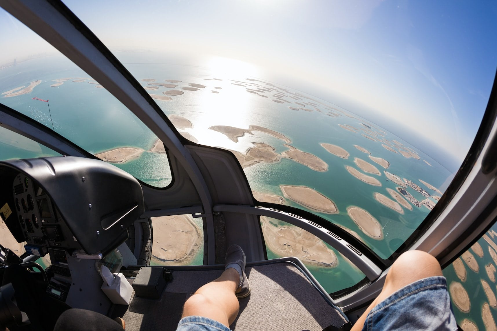 טיסה במסוק מעל האיים דובאי